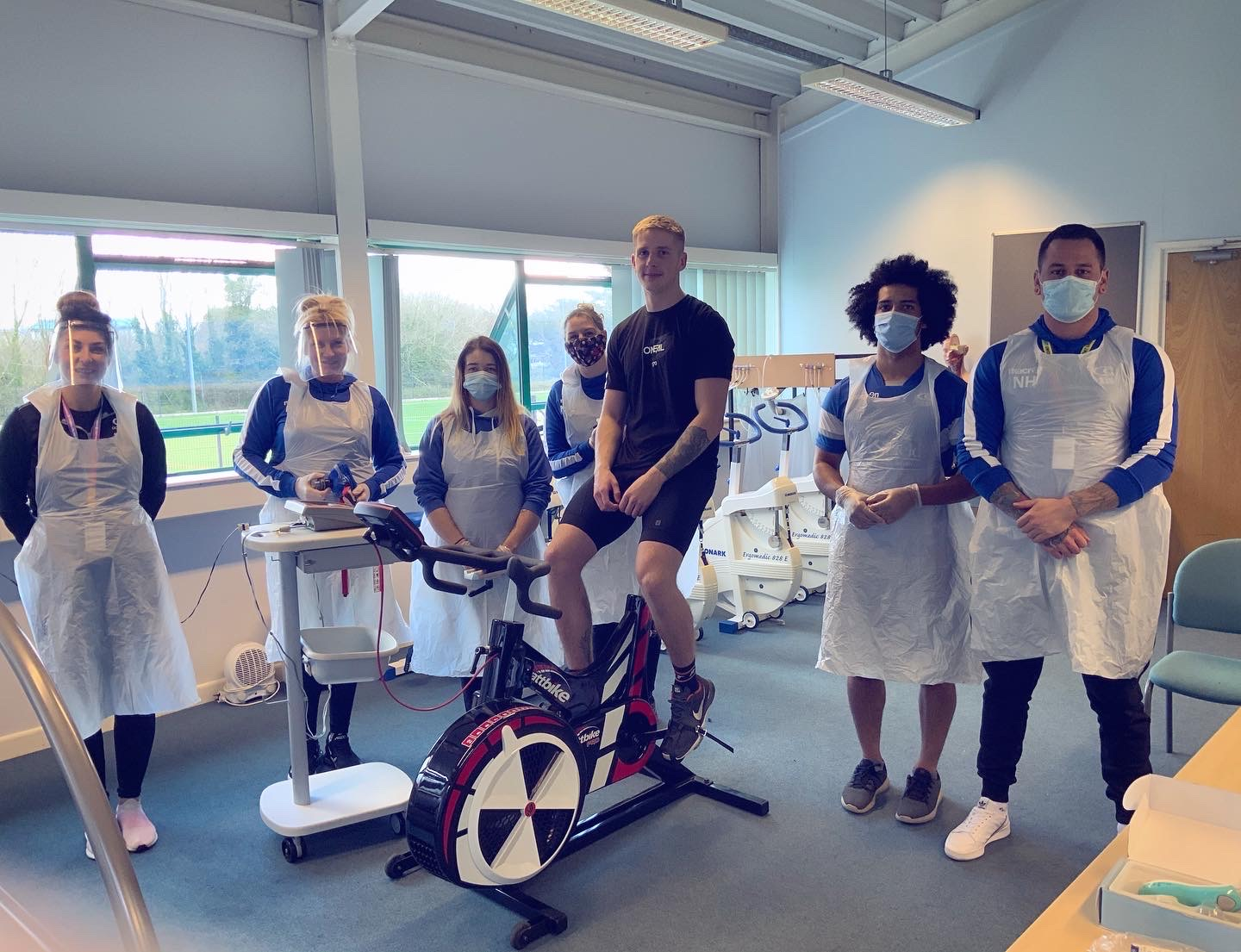 Elite mountain biker saddles up for students' lab tests